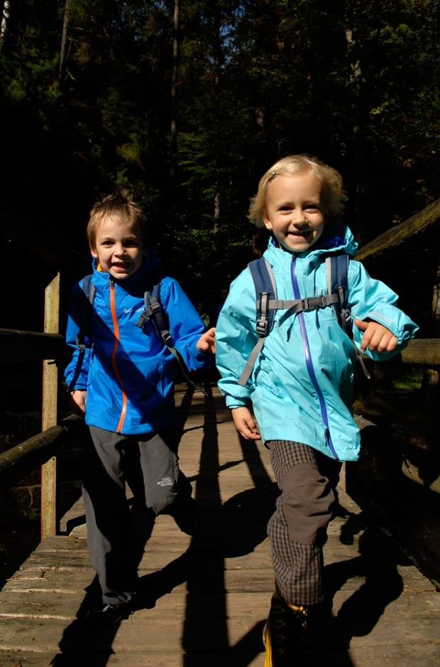 Víte, jak správně obléct děti na výlet?